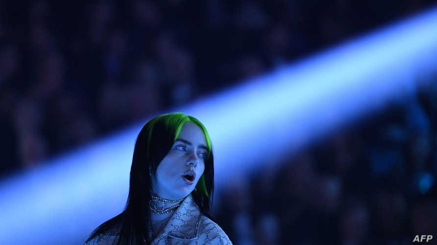 الفنانة الشابة بيلي أيليش أثناء تأديتها لأغنية خلال حفل جوائز غرامي الثاني والستين- 26 يناير 2020