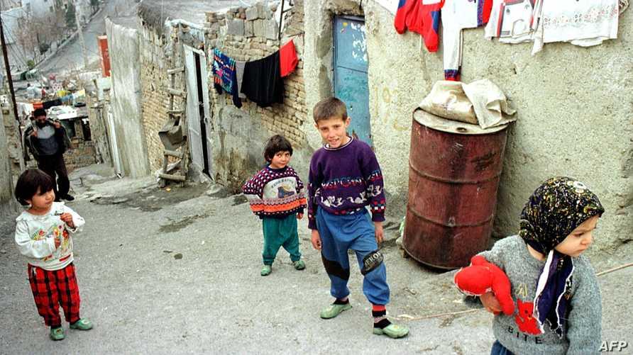 أطفال في أحد الأحياء الفقيرة في العاصمة طهران