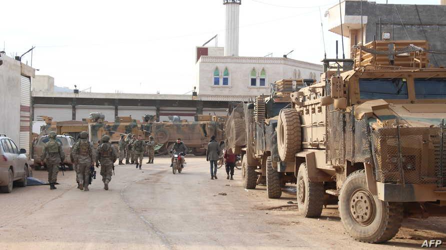 قوات تركية في بلدة سرمدا الحدودية شمال إدلب