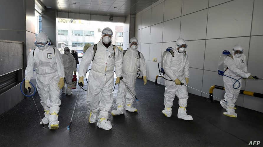 عمليات تطهير في شوارع بكوريا الجنوبية حيث أكتشفت حالات مصابة بفيروس كورونا المستجد