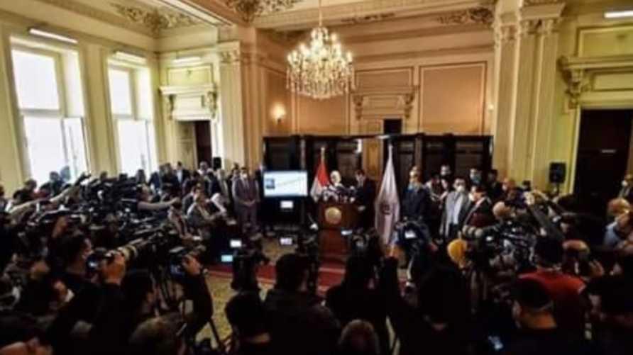 مؤتمر بوزارة الصحة المصرية عن الكورونا تكدس بالحاضرين