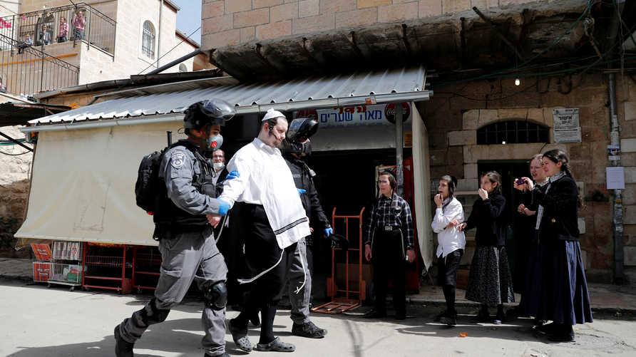 الشرطة الإسرائيلية تعتقل متشددا يهوديا في حي ميا شعاريم بالقدس تحدى القيود المفروضة بسبب كورونا