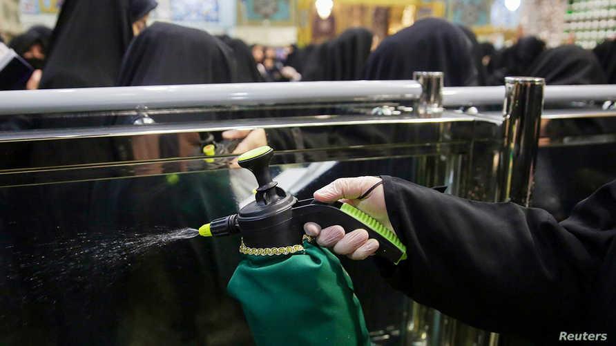طهران تقول  إن البحرين لم تجلي 1300 من مواطنيها في إيران فيما تؤكد المنامة إجلاء موطنيها والتشديد على فحوصاتهم الطبية