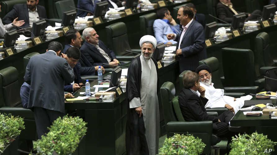 رئيس لجنة الأمن القومي والسياسة الخارجية في البرلمان الإيراني مجتبى ذو النور