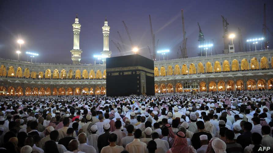 يلتقي مسلمون من كافة جنسيات العالم في المسجد الحرام لأداء مناسك العمرة في كل أوقات العام