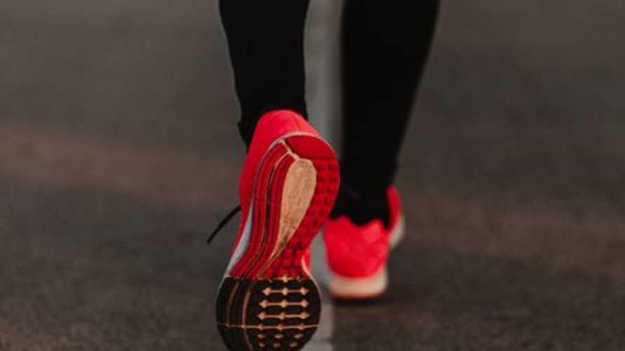 مختصوزن يحذرون من الأحذية: قد يكون كورونا عالياق بها!