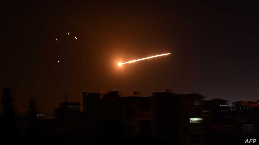 صورة سابقة نشرتها وكالة الأنباء السورية الرسمية وقالت إنها أثناء التصدي لصواريخ إسرائيلية في فبراير 2020