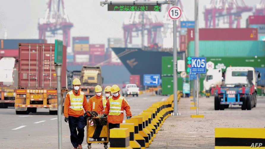 في فبراير، تقلص الإنتاج الصناعيالصيني للمرة الأولى منذ 30 عاما