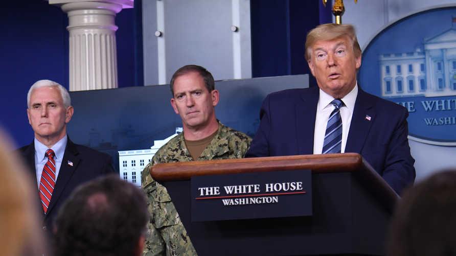 ترامب وفريقه في البيت الأبيض في المؤتمر الصحفي اليوم حول تطورات جائحة كورونا