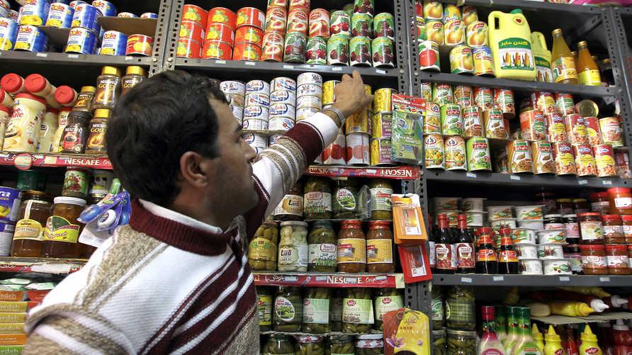 يحجم العراقيون عن شراء المنتجات الإيرانية بسبب مخاوف صحية