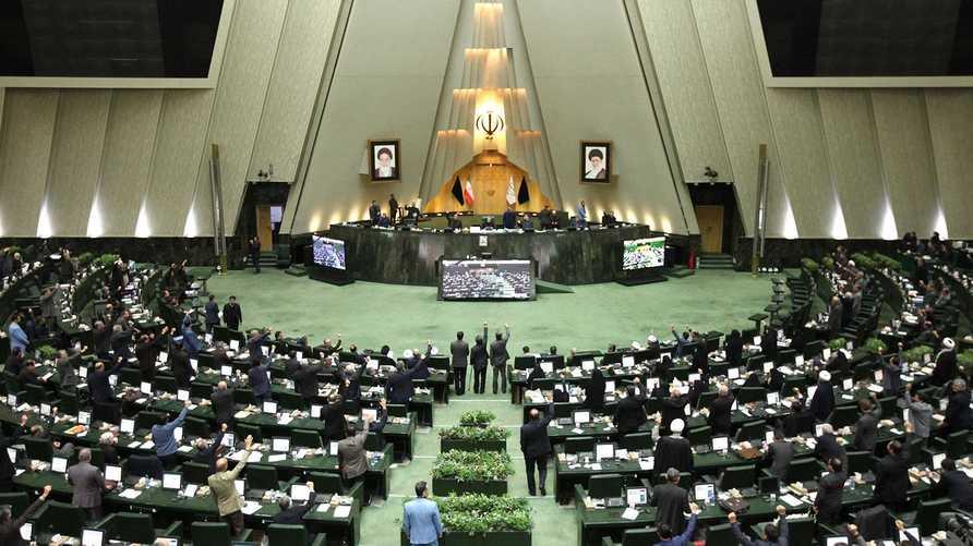 رفض أعضاء البرلمان الإيراني أن يخضعوا للحجر الصحي داخل مبنى البرلمان حتى تنتهي ولايتهم