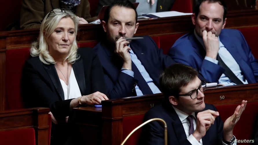زعيمة اليمين الفرنسي طالبت الداخلية بالتدخل لردع المساجد