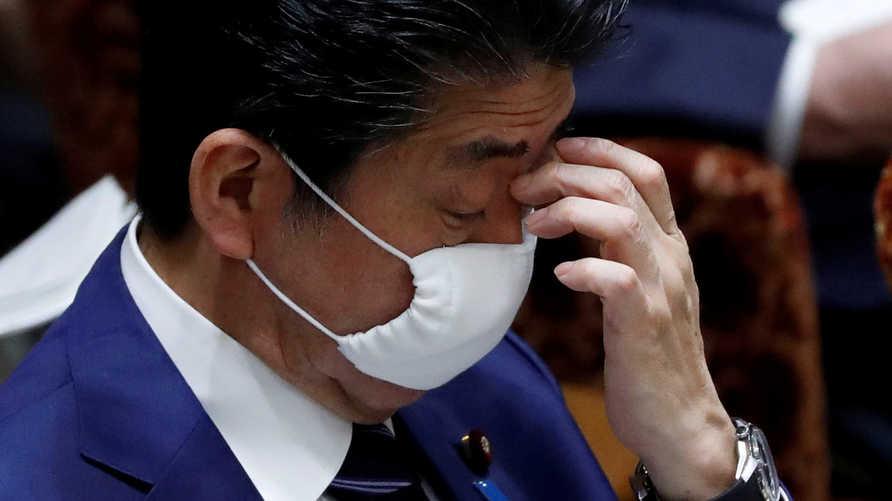 خطة لرئيس الوزراء الياباني للحد من انتشار كوفيد-19 أثارت سخرية الكثير من المواطنين