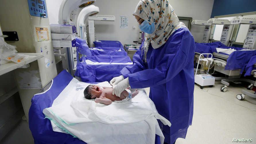 وفاة طفلة بعد ولادتها بساعات في مصر
