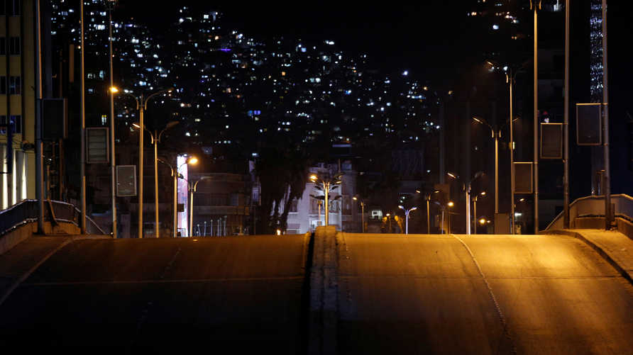 شارع خلا من المارة والسيارات خلال العزل العام في دمشق 4 أبريل 2020.