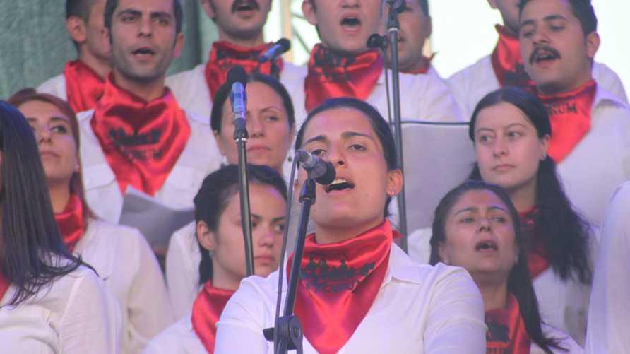 المغنية التركية هيلين بولاك توفيت أثناء إضرابها عن الطعام احتجاجا على القمع