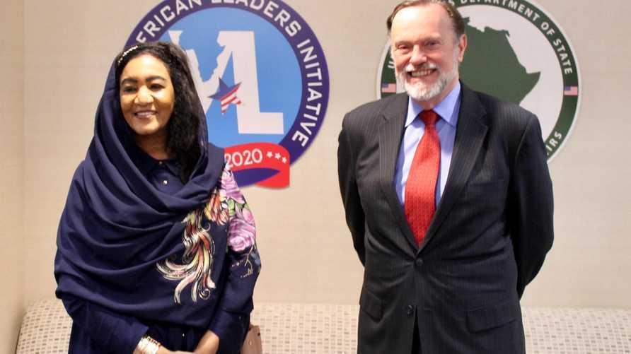 القائمة بأعمال السفارة السودانية في واشنطن مع مساعد وزير الخارجية الأميركي للشؤون الأفريقية