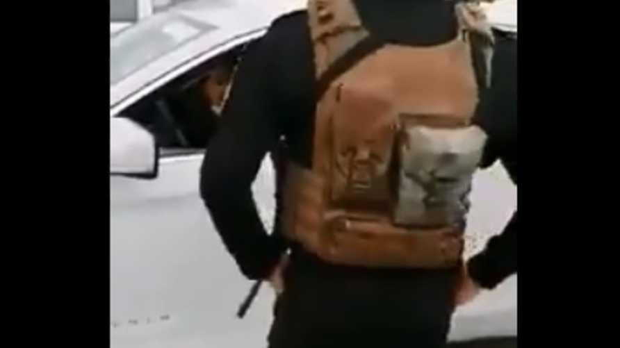 تفاعل مغردون مع حادثة اعتداء النائبة في البرلمان العراقي الماس فاضل على رجل أمن منعها من عبور حاجزا أمنيا تنفيذا للأوامر