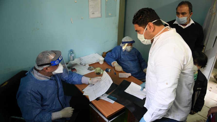غضب الأطباء المصريين من الحكومة بسبب نقص الإمدادت الطبية وارتفاع وفيات الطواقم الطبية