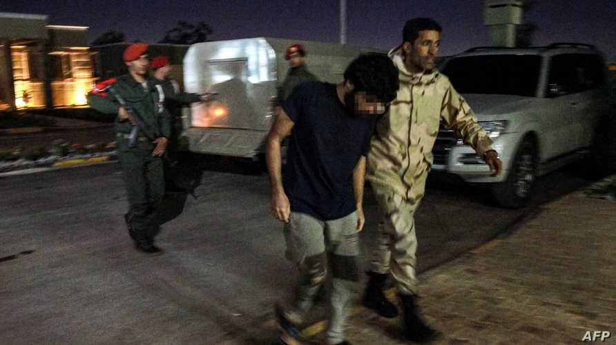 قوات موالية لحفتر في ضواحي طرابلس..تقرير لنيويورك تايمز يكشف عمليات نقل المرتزقة إلى ليبيا