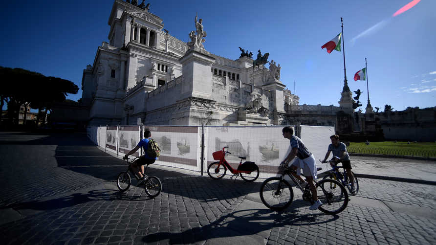 بدأت إيطاليا تخفيفا جزئيا لقيود الإغلاق في الرابع من مايو