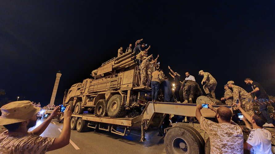 قوات حكومة الوفاق الوطني في طرابلس في قاعدة الوطية العسكرية