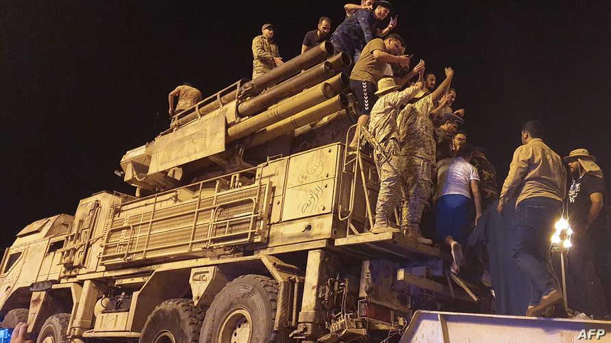 معارك ليبيا...أنباء عن نقل مقاتلين روس جوا خارج غرب ليبيا بعد انسحاب قوات حفتر