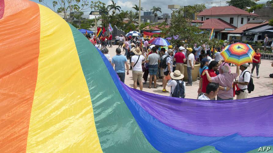 كوستاريكا تعطي الضوء الأخضر لزواج المثليين