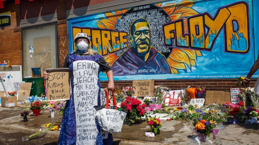جدارية للأميركي جورج فلويد الذي قتل على يد عنصر شرطة في ولاية ومينيسوتا