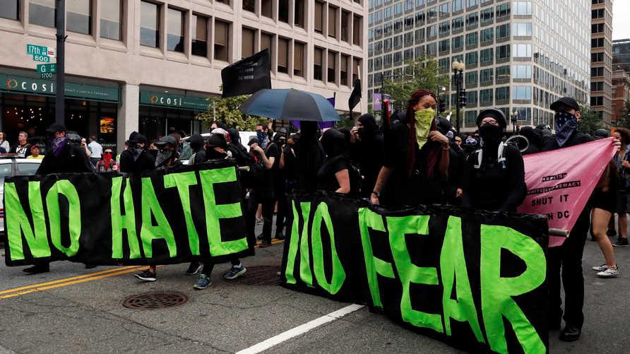 متظاهرون من أتباع انتيفا في العاصمة الأميركية واشنطن في أغسطس 2018