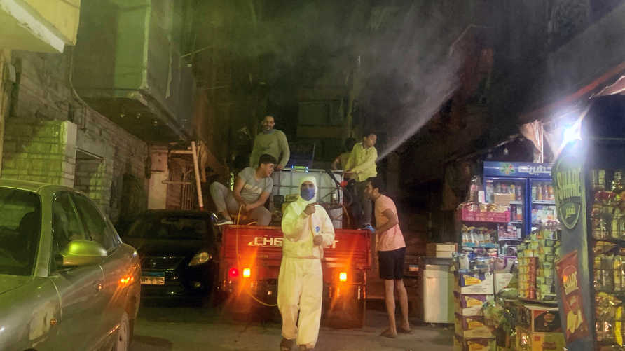 سيدة مصرية تستغيث بعد تعرضها للتنمر من جيرانها بعد إصابتهم بفيروس كورونا