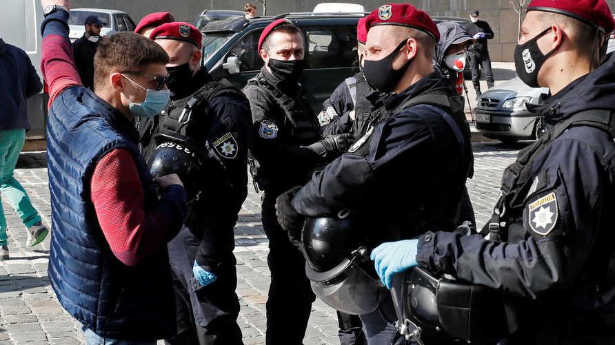 وزارة الداخلية الأوكرانية تحل وحدة شرطة بعد اغتصاب فتاة