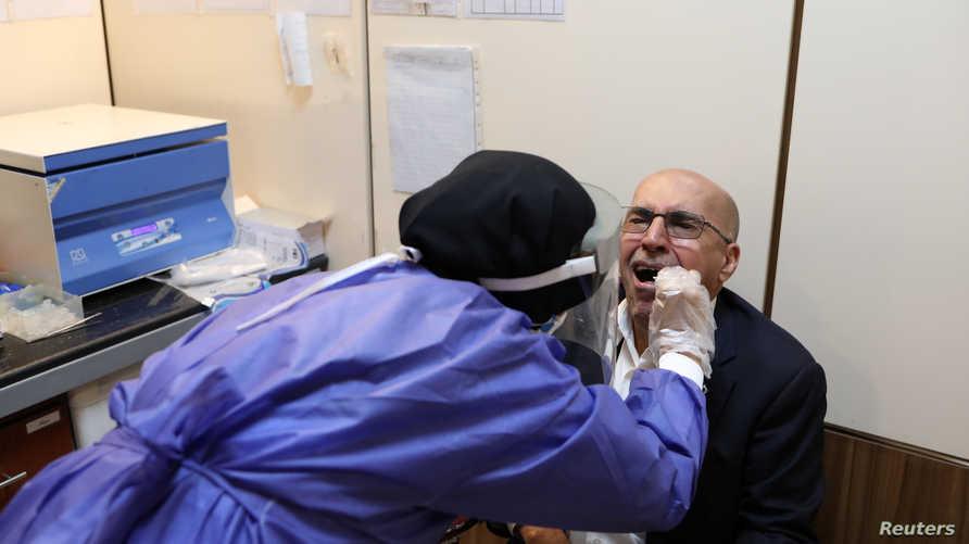 مرضى كورونا في إيران تظهر عليهم أعراض الجهاز الهضمي دون الأعراض التنفسية