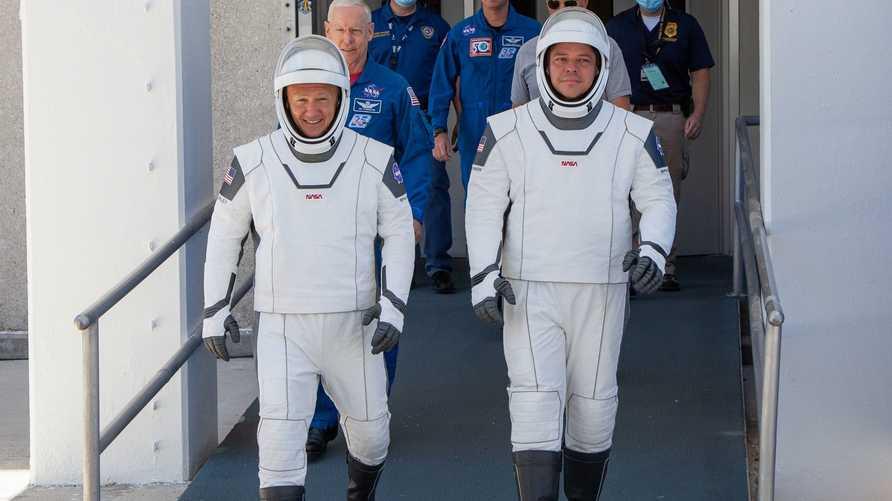المرة الأولى في التاريخ التي تنقل فيها شركة تجارية بشرا إلى مدار الأرض