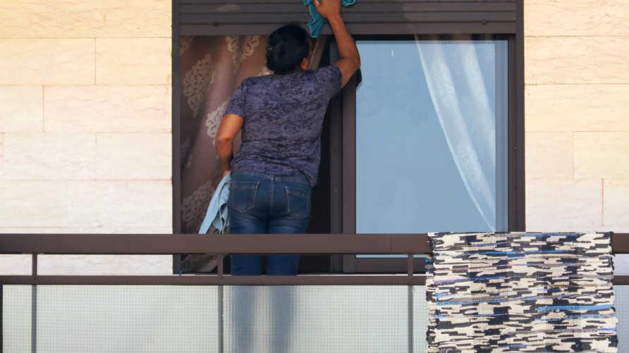 عاملة منزلية فيليبينية تقدم على الانتحار في مركز إيواء تابع لسفارتها بلبنان