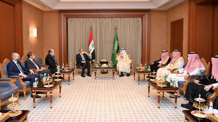 """التقى علاوي وزراء المالية والطاقة والخارجية السعوديين في الرياض، وناشدهم """"الدعم المالي الفوري للعراق"""