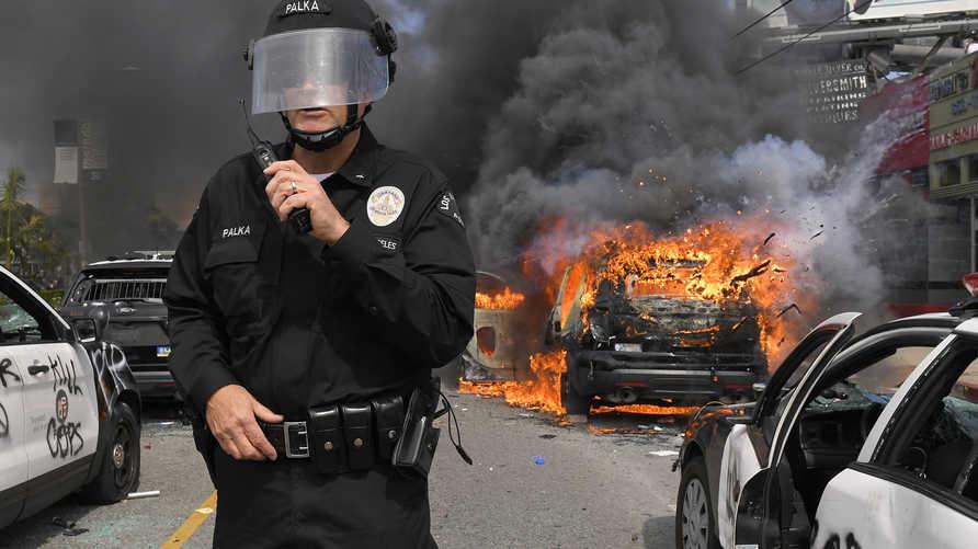 تشهد عدة مدن أميركية منذ أيام احتجاجات غاضبة تنديدا بوفاة جورج فلويد، تخللتها مواجهات مع الشرطة وأعمال شغب ونهب