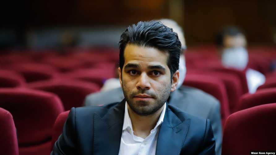 أوميد أسد بيجي أبرز المتهمين في سوق العملة الحكومية خلال جلسة محاكمته في 20 مايو