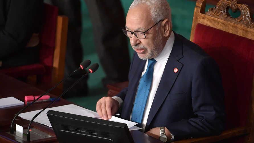 راشد الغنوشي رئيس البرلمان التونسي بقع تحت مساءلة المجلس حول مواقفه في أزمة ليبيا