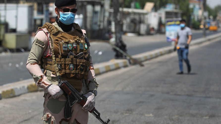 نقطة أمنية في بغداد لتنفيذ إجراءات الحظر للحد من تفشي وباء كورونا- 31 مايو 2020