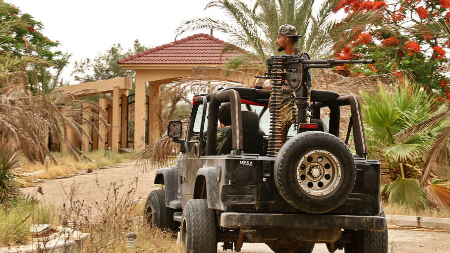 رغم استئناف محادثات وقف النار.. اشتباكات عنيفة جنوبي العاصمة الليبية