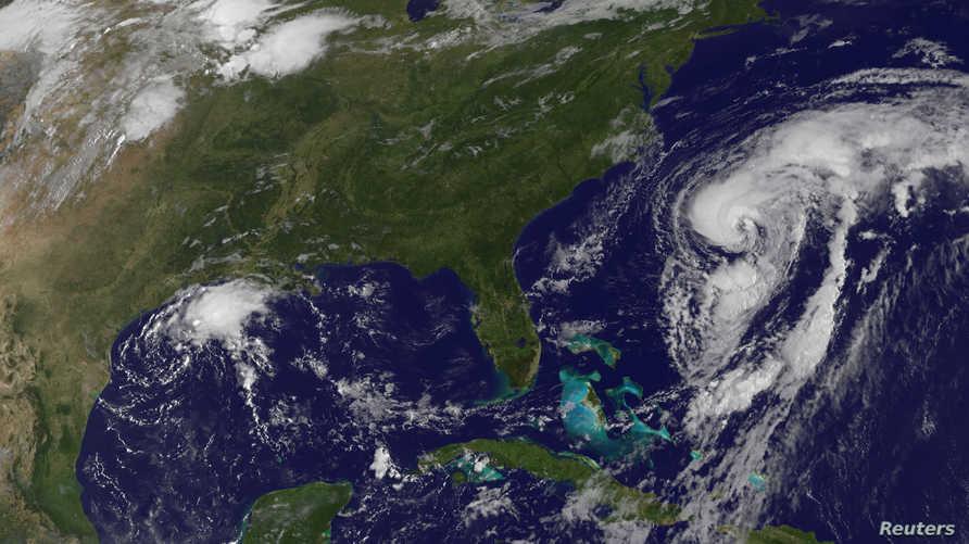 عاصفة استوائية قوية تهدد أميركا