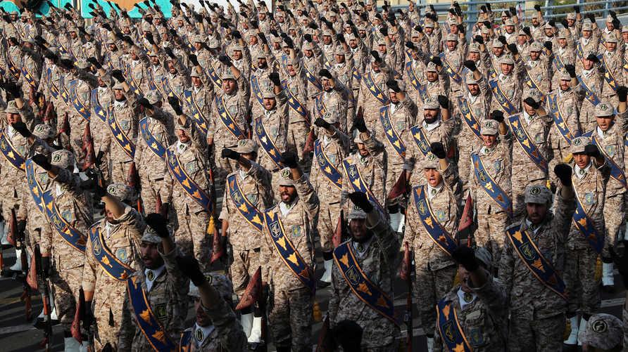 انتقد مساعد منسق الجيش الإيراني الحرس الثوري لتدخله في السياسة والاقتصاد