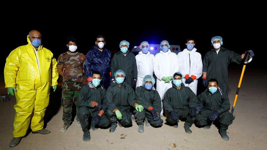 عراقيون قاتلوا داعش  يحفرون القبور لضحايا فيروس كورونا