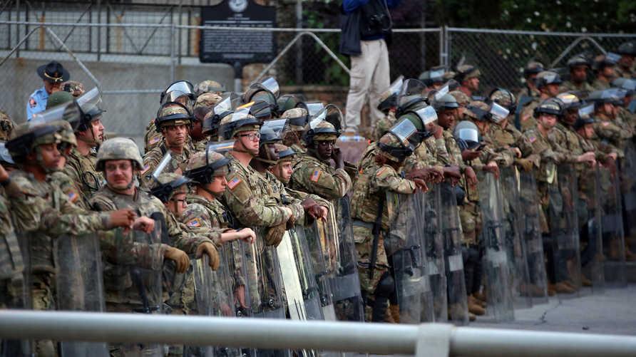 أميركا تستدعي 17 ألف جندي من الحرس الوطني لمواجهة الاحتجاجات