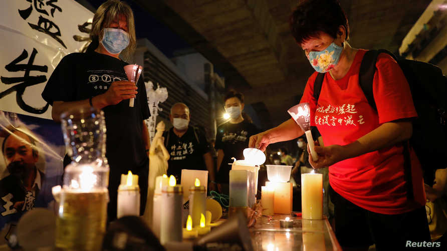 دعا المنظمون السكان إلى إضاءة الشموع عند الساعة 12:00 بتوقيت غرينيتش حيثما تواجدوا.