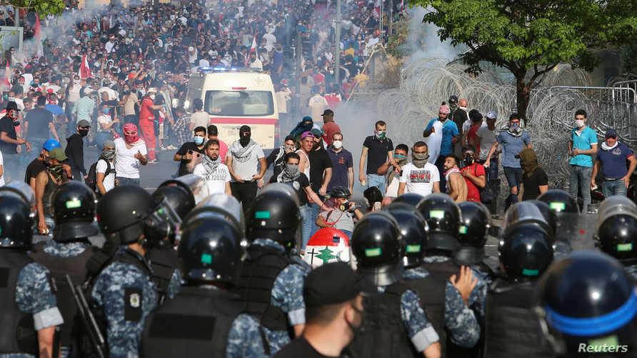 شهدت بيروت مواجهات بين المحتجين ومناصرين لحزب الله وحركة أمل