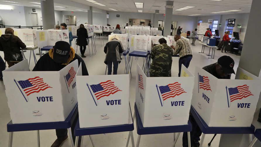 ناحبون أميركيون يدلون بأصواتهم في أحد مراكز اقتراع نيويورك-أرشيف