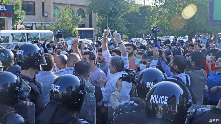 أكراد عراقيون يتظاهرون ضد قصف تركيا لشمال العراق، وبغداد ترفض استقبال وزير دفاعها وتستدعي السفير التركي في بغداد