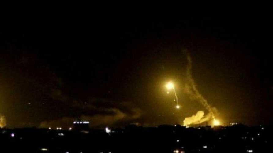 """صورة متداولة لسقوط الصواريخ على القاعدة.. ولم يتمكن موقع """"الحرة"""" من تأكيد صحتها"""
